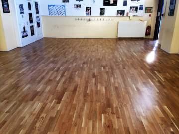 Remplacement d'un sol PVC par du parquet pour une salle de danse